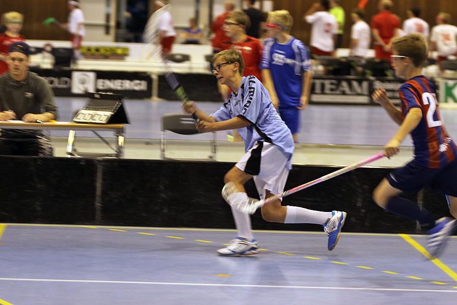 Jørgen lemper ballen mot mål, det er der vi må holde oss.